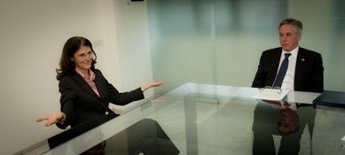 Paola Dubini dialoga con l'ambasciatore David Thorne