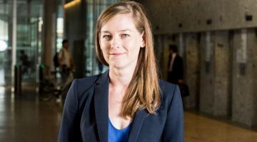 Sara Lowes diventa CIFAR Azrieli Global Scholar