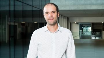 Thomas Le Barbanchon al Parlamento francese per discutere di indennita' di disoccupazione