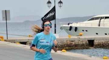 Katerina, triatleta e studentessa, trova tempo per il nuoto alle 23