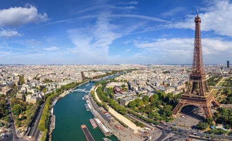 Les alumni de la Bocconi University se reunissent a' Paris pour discuter des tendances qui transforment la societe'