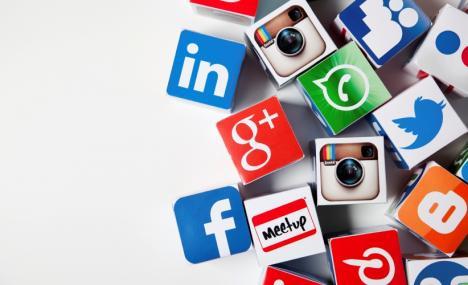 Quattro modi social per seguirci