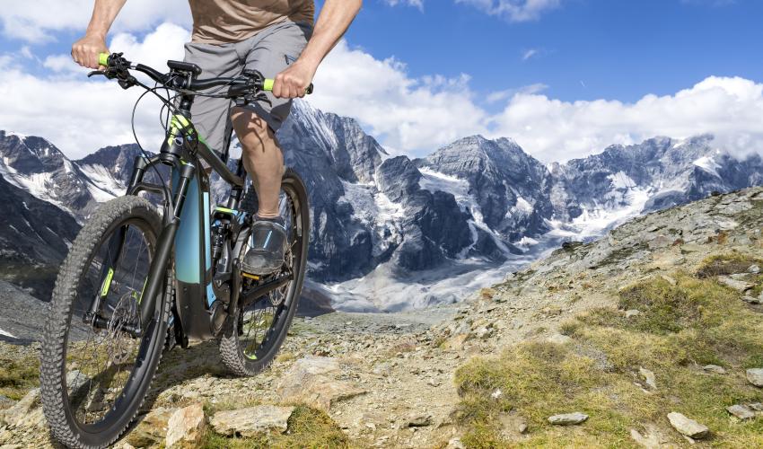 Gli studenti si sfidano a distanza per commercializzare una bici elettrica