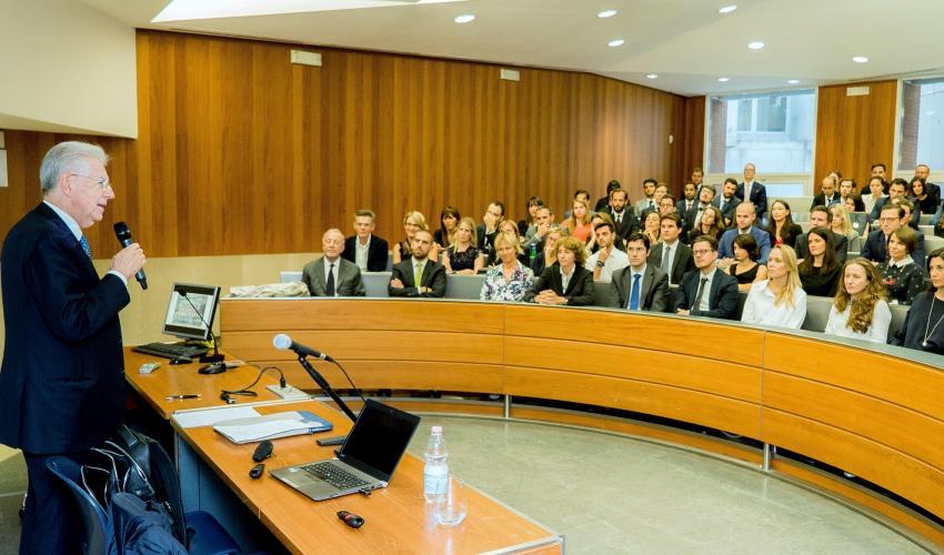 Un panino con Mario Monti per discutere dei giganti del web e la concorrenza in Europa